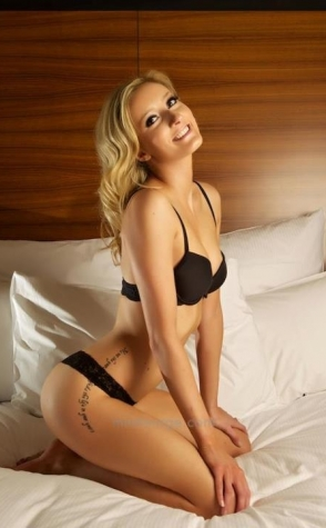 Topless Waitresses Sydney Nikki 3