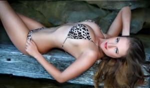 Sydney topless Waitress Alexander