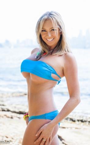 Topless waitresses Sydney Kylie 1