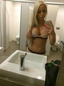 topless waitresses sydney tori 2