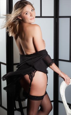 Topless waitress Melbourne Lisa 2