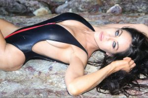 Gold Coast & brisbane topless waitress Cammy